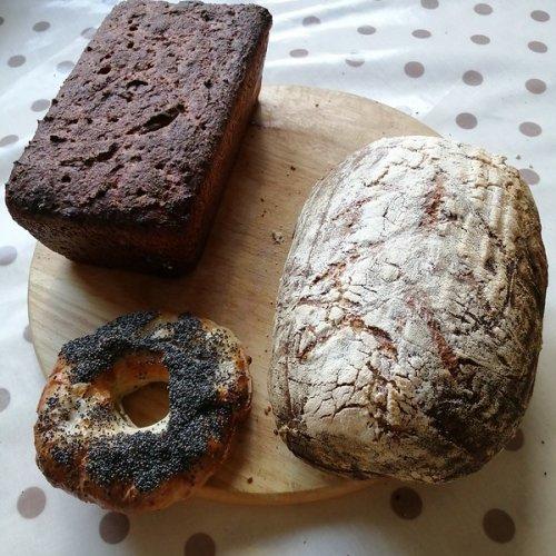 Borodinsky bread with coriander, New York rye with fennel, bagel with poppy.